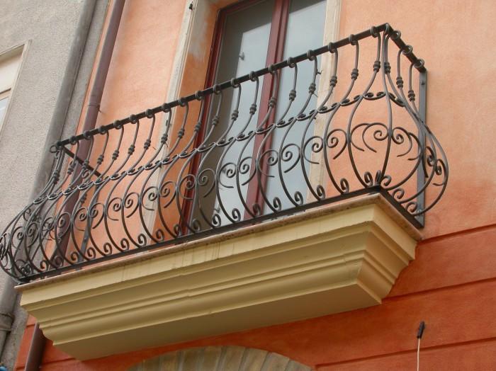 Infissi in ferro battuto cagliari picciau centro - Ringhiere in ferro battuto per balconi esterni ...